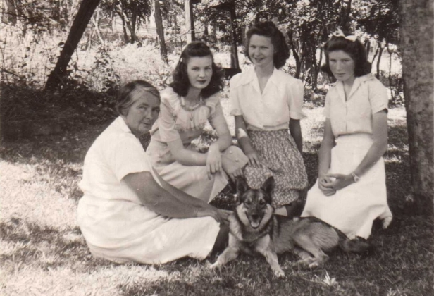 Margaret Ray Baker with daughters, Fran, Lyra, and Carolyn